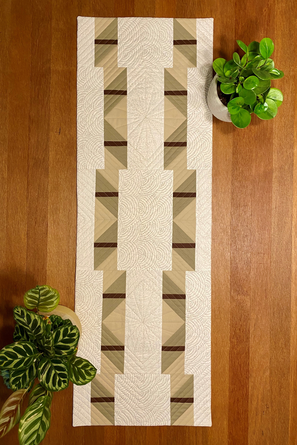 Shattered Star Table Runner - made by Laura in Low volumes and warm tones | modern quilt pattern | Shannon Fraser Designs #tablerunner