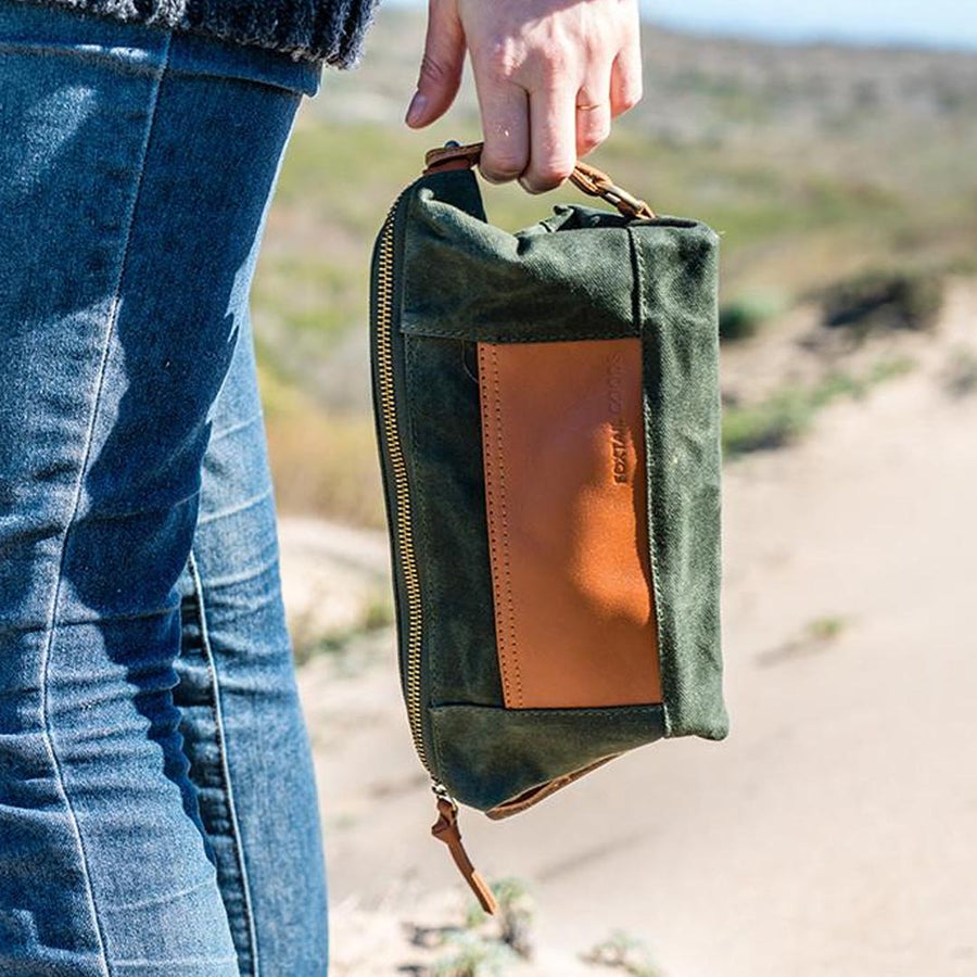 FOXTAIL DOPP KIT IN OLIVE