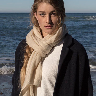 FOXTAIL CASHMERE SCARF IN CREAM