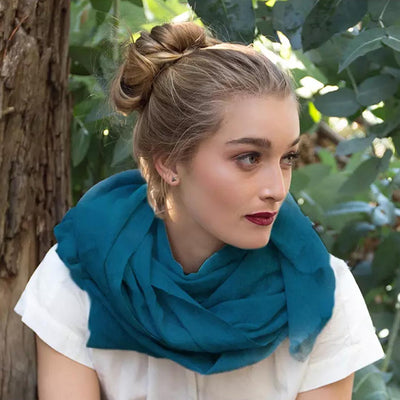 FOXTAIL CASHMERE SCARF IN TEAL