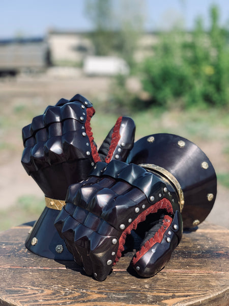 """Black Taurus"" gauntlets with golden decoration (tempered steel)"