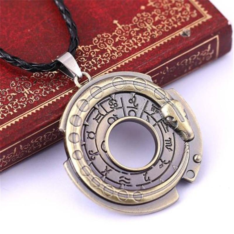 Unisex Metal Round Amulet Pendant Necklace Lucky Protective Talisman Neckaces for Womenintothea-intothea