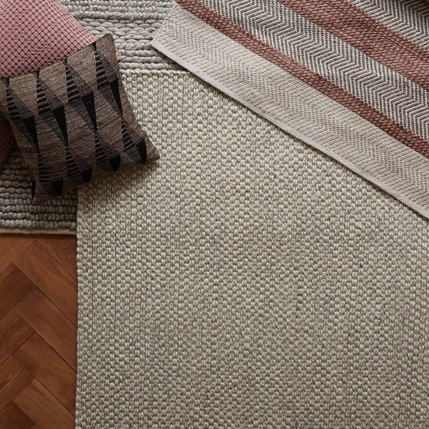 Teesta rug in light grey, 100% new wool |Find the perfect wool rugs