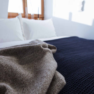 Dark blue Anadia Tagesdecke | Home & Living inspiration | URBANARA