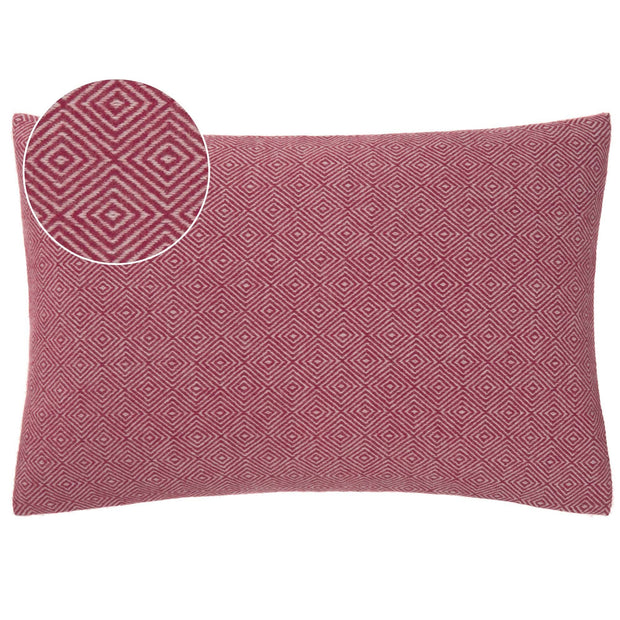 Uyuni blanket in bordeaux red & cream, 100% cashmere wool |Find the perfect cashmere blankets