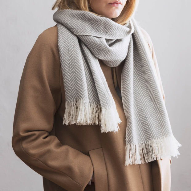 Nerva scarf, light grey & cream, 100% cashmere wool