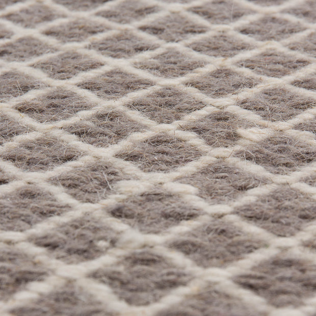 Loni rug in grey & off-white, 100% wool |Find the perfect wool rugs