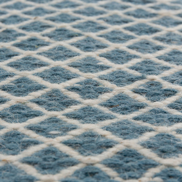 Loni rug in blue & off-white, 100% wool |Find the perfect wool rugs