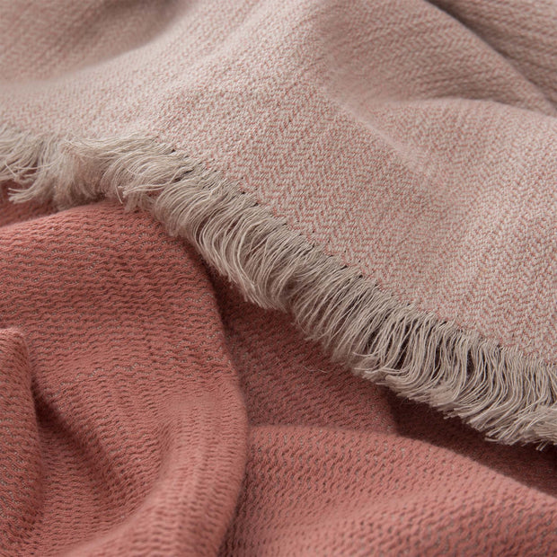 Alkas blanket in dusty pink & stone grey, 50% linen & 50% cotton |Find the perfect cotton blankets
