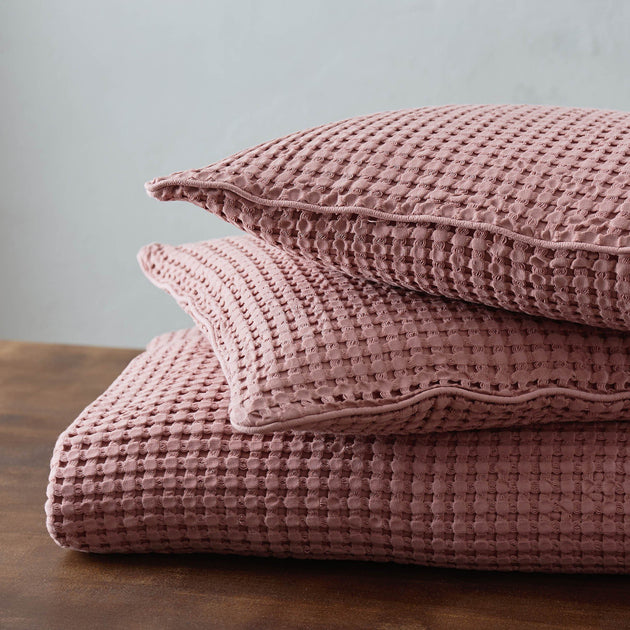 Dusty pink Veiros Kissenhülle | Home & Living inspiration | URBANARA