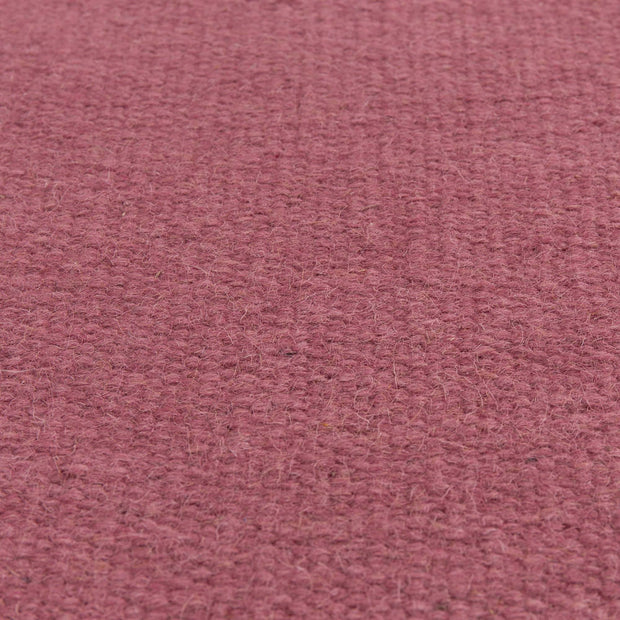 Manu runner, raspberry, 100% wool & 100% cotton | URBANARA runners