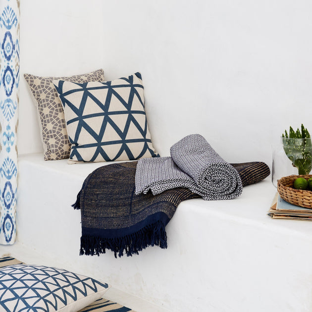 Dark blue & White Mondego Decke | Home & Living inspiration | URBANARA