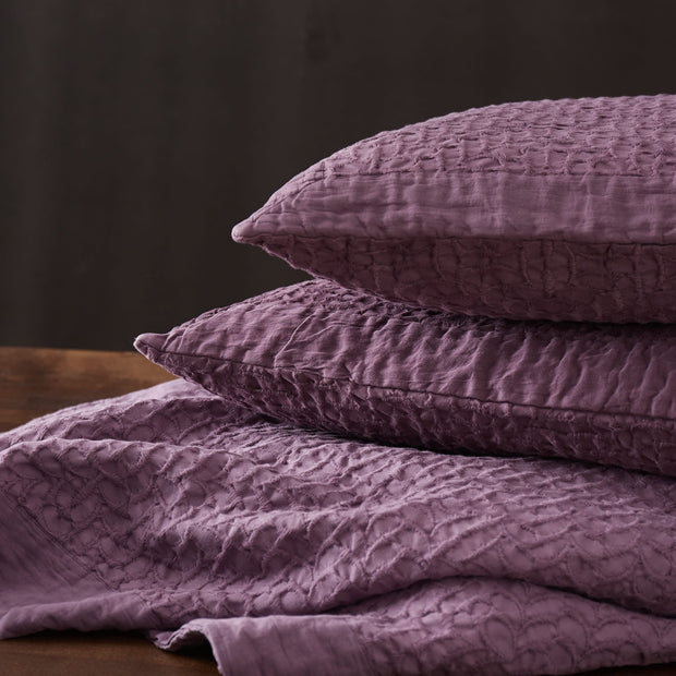 Alviela bedspread in aubergine, 100% cotton |Find the perfect bedspreads & quilts