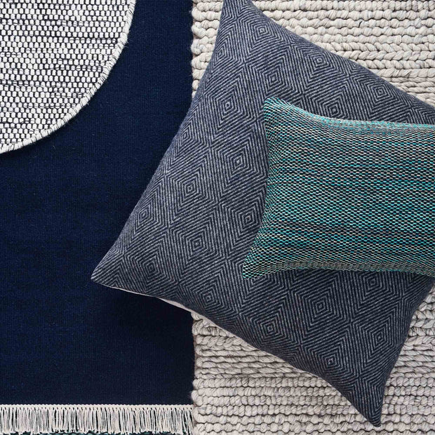 Dark blue & Grey Gotland Kissenhülle | Home & Living inspiration | URBANARA