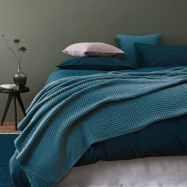 Green grey Veiros Tagesdecke | Home & Living inspiration | URBANARA