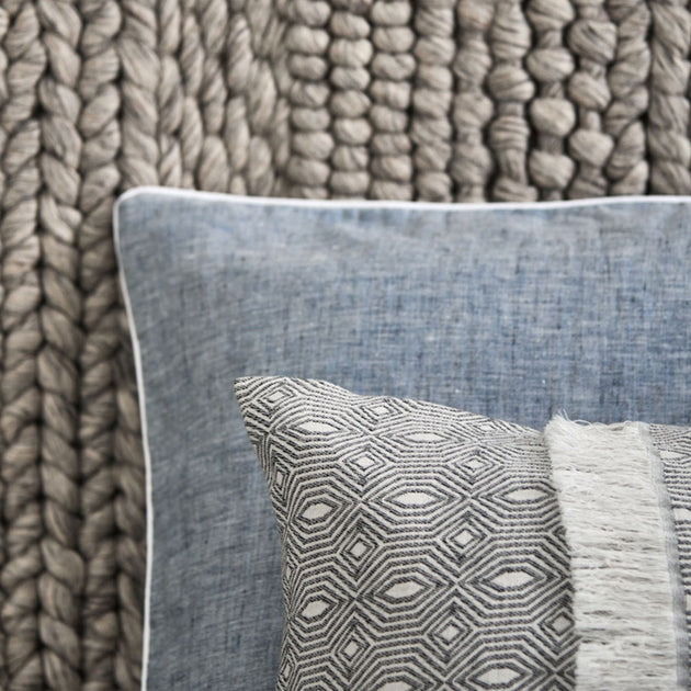 Dark grey blue & White Sameiro Kissenhülle | Home & Living inspiration | URBANARA