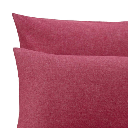 Ruby red Vilar Bettdeckenbezug | Home & Living inspiration | URBANARA