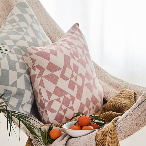 Dusty pink & Natural white Amparo Kissenhülle | Home & Living inspiration | URBANARA