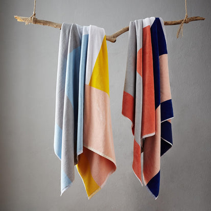 Ultramarine & Light pink & Papaya Vigo Strandtuch | Home & Living inspiration | URBANARA