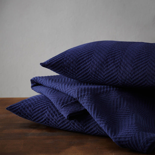 Dark blue Lixa Tagesdecke | Home & Living inspiration | URBANARA
