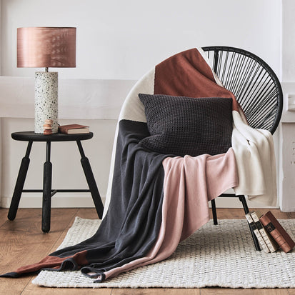 Light pink & Charcoal & Cognac Kabral Decke | Home & Living inspiration | URBANARA
