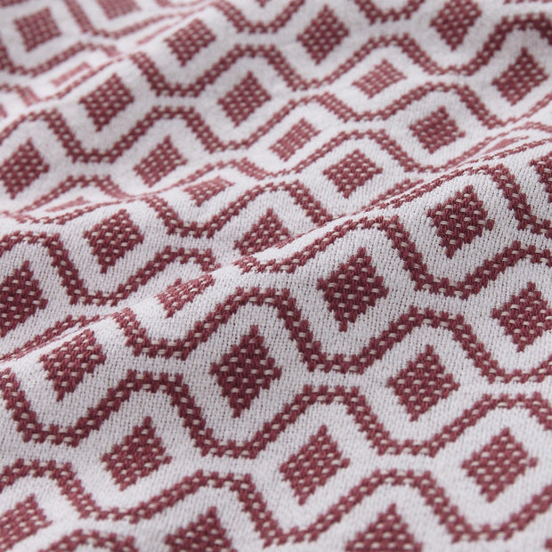 Viana bedspread, raspberry rose & white, 100% cotton | URBANARA bedspreads & quilts