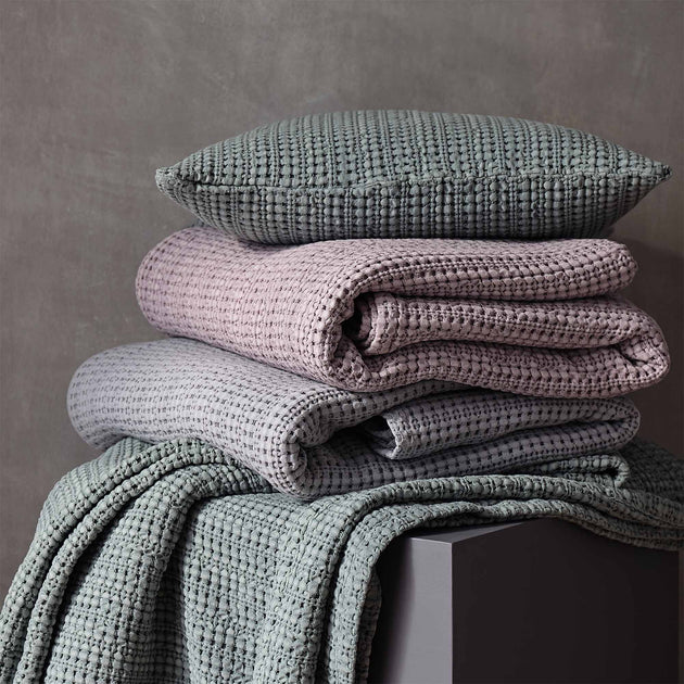 Light mauve Anadia Tagesdecke | Home & Living inspiration | URBANARA