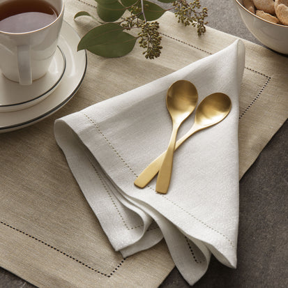 Cavaillon Napkin Set in silver & white | Home & Living inspiration | URBANARA