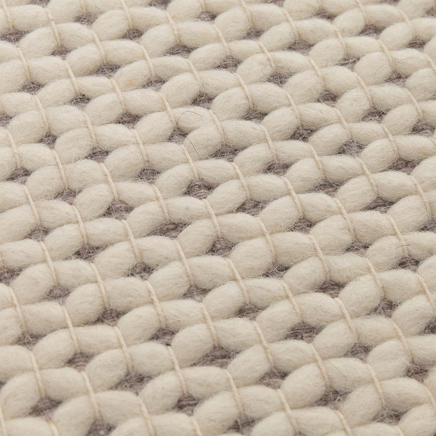 Lona rug in ivory & grey, 70% wool & 30% cotton |Find the perfect wool rugs