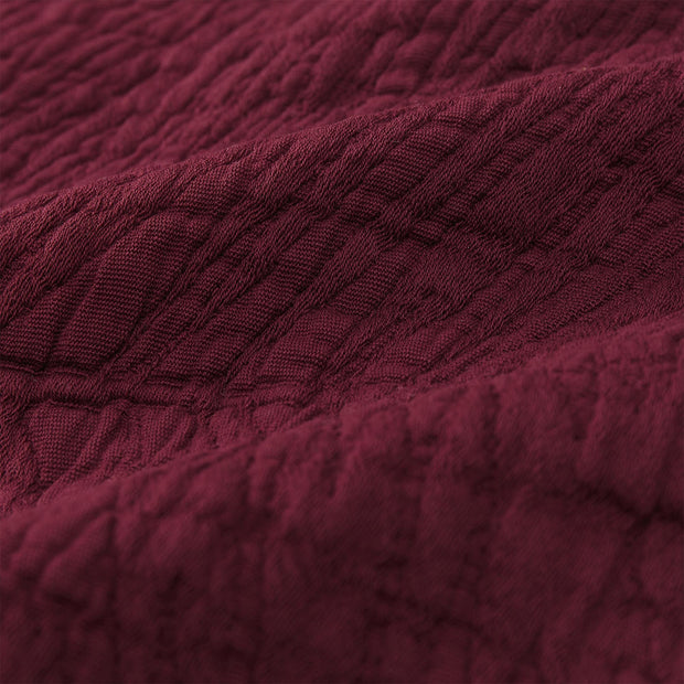 Ruivo bedspread in bordeaux red, 100% cotton |Find the perfect bedspreads & quilts