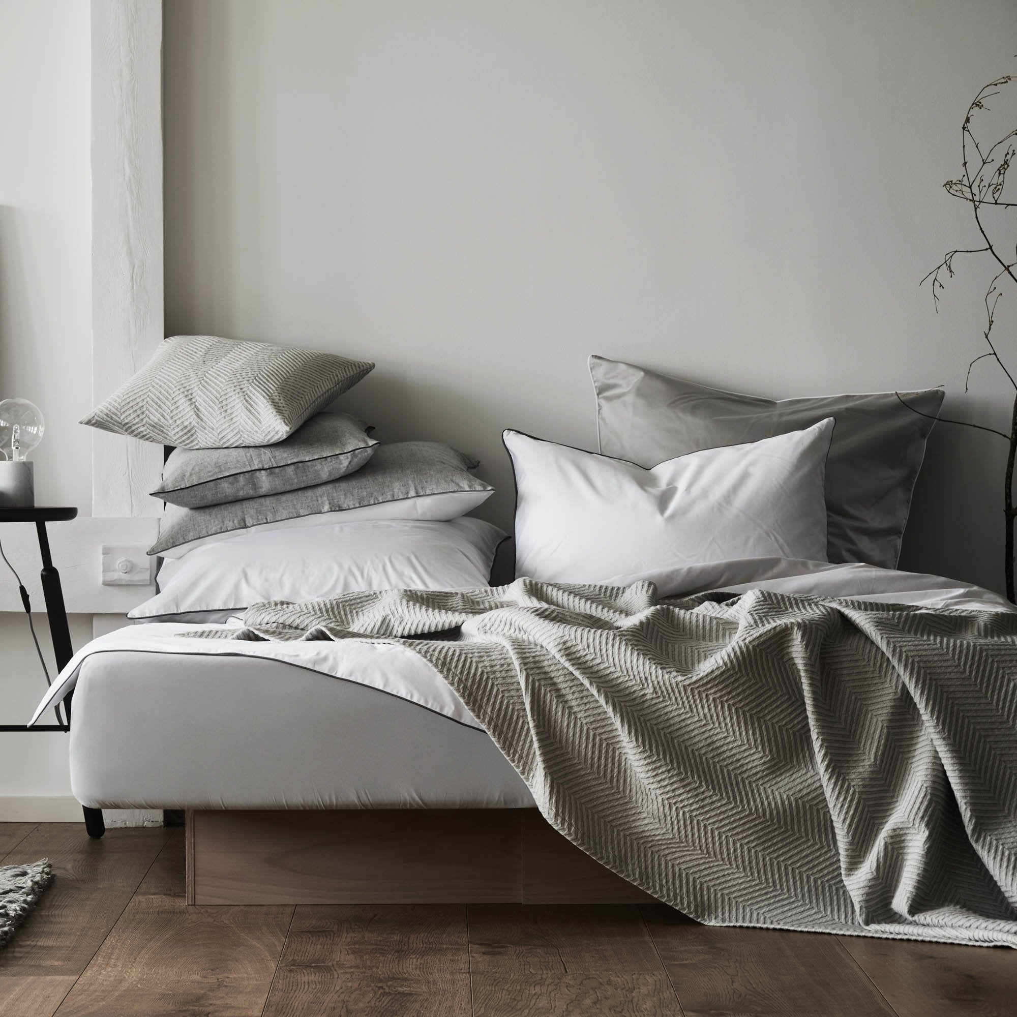 Lanton bed linen [Stone Grey/White]