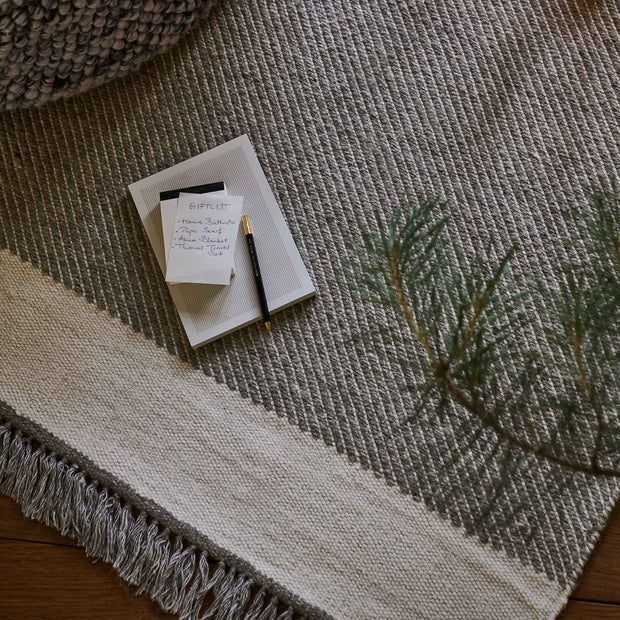 Vadi Wool Rug in grey & natural white | Home & Living inspiration | URBANARA