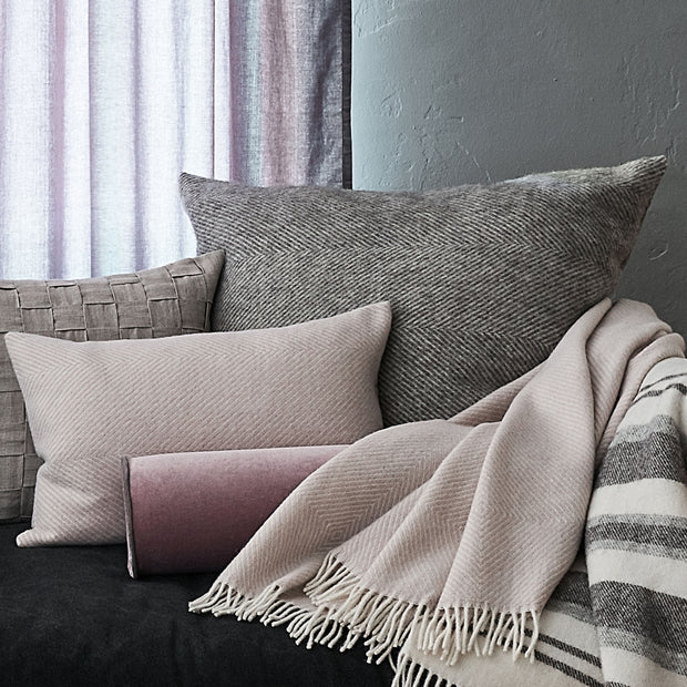 Grey & Cream Gotland Kissenhülle | Home & Living inspiration | URBANARA