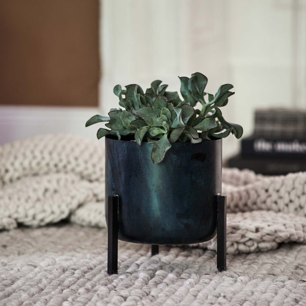 Zaroli Planter in black | Home & Living inspiration | URBANARA