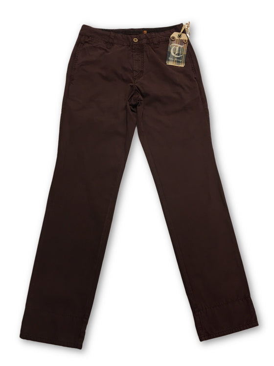 Tailor Vintage Chino In Claret Red- khakisurfer.com Latest menswear designer brands added include Eton, Etro, Agave Denim, Pal Zileri, Circle of Gentlemen, Ralph Lauren, Scotch and Soda, Hugo Boss, Armani Jeans, Armani Collezioni.
