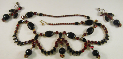 Vintage Garnet & Onyx Color Stones Necklace and Screw-back Earrings Set