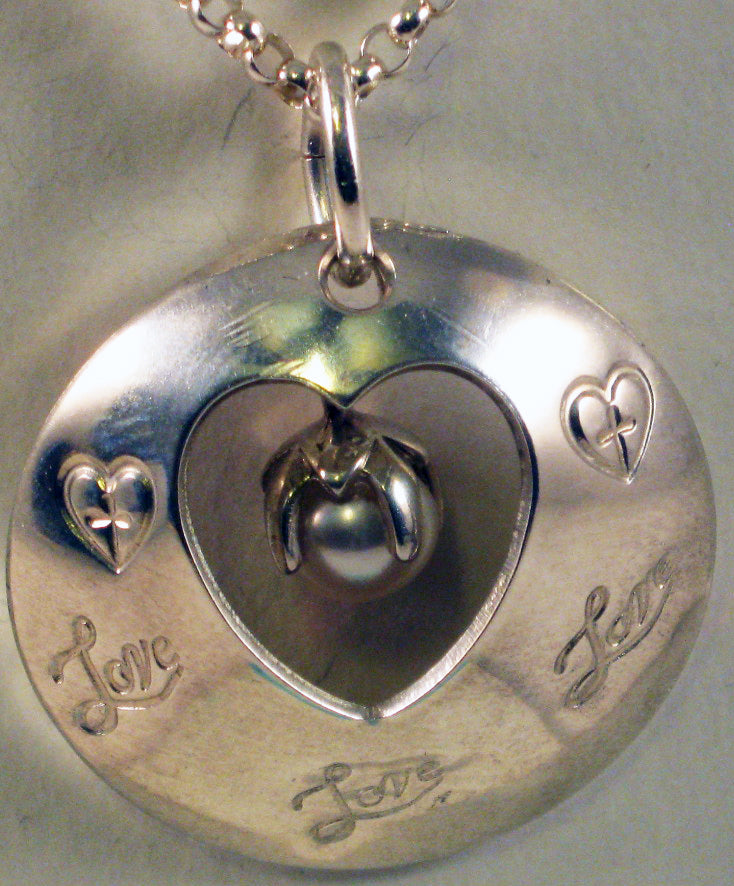 Love Heart Pendant w/White Culture Pearl and 19