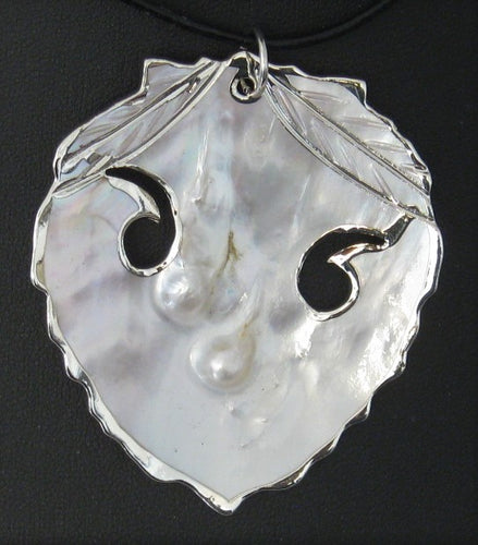 Cultured Blister Pearls in Oyster Pendant (Mother-of-Pearl) w/Leather Cord