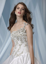 Load image into Gallery viewer, Impression Bridal Wedding Gown 3114