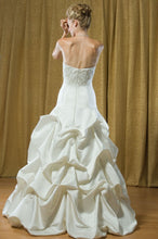 Load image into Gallery viewer, Alfred Sung Bridal Wedding Gown 6702