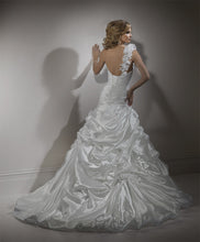 Load image into Gallery viewer, Maggie Sottero Wedding Gown A3475SS