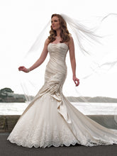Load image into Gallery viewer, Sophia Tolli Wedding Gown Y21242
