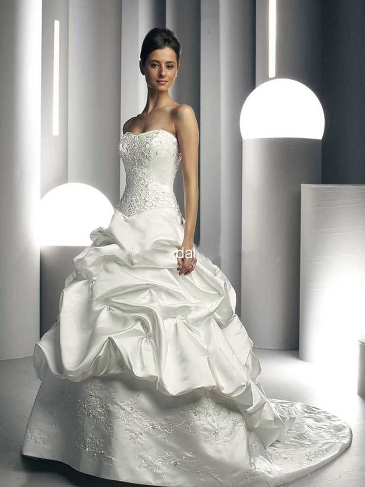 Da Vinci Bridal Wedding Dress T8221