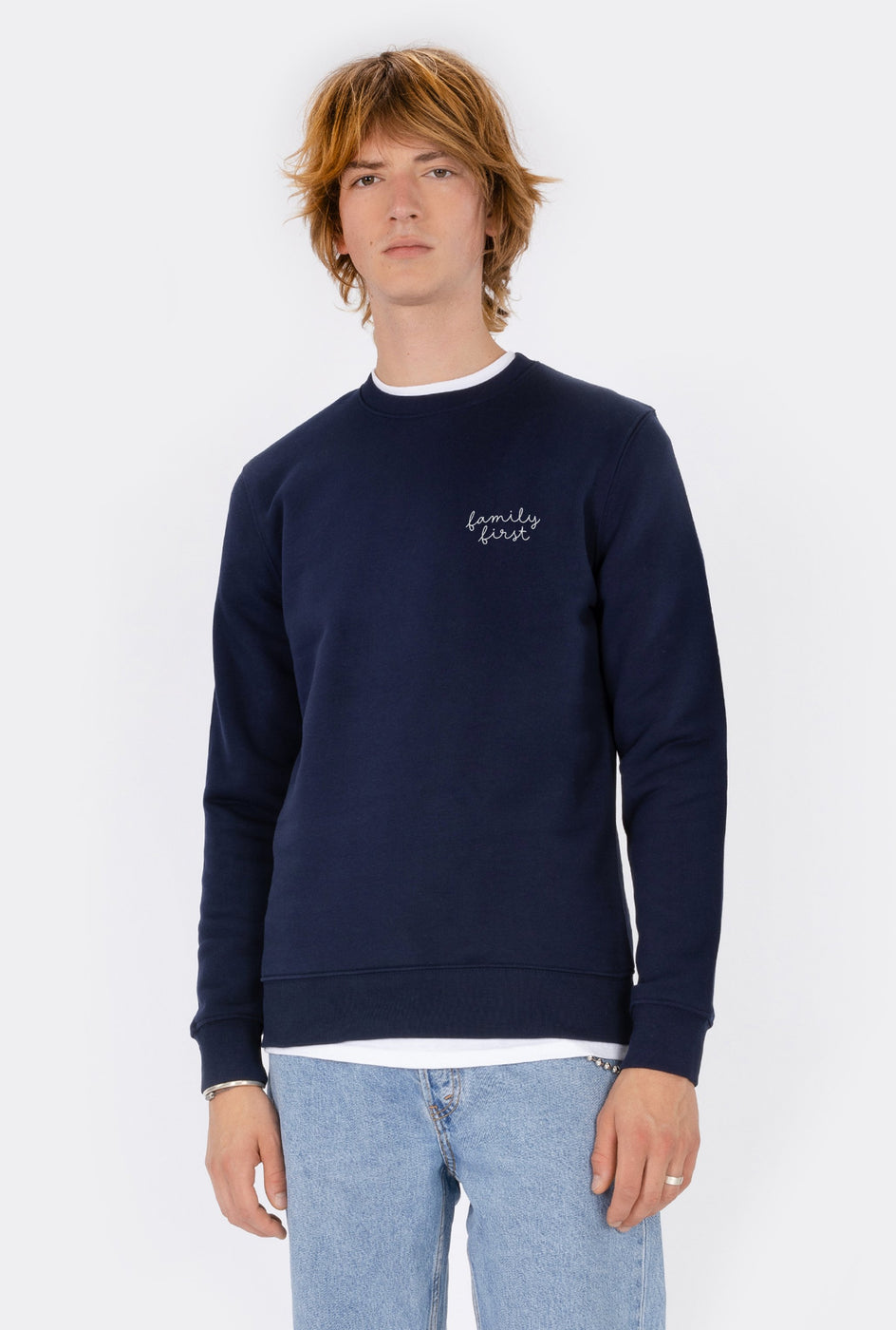 Crewneck Family First - Embroidered