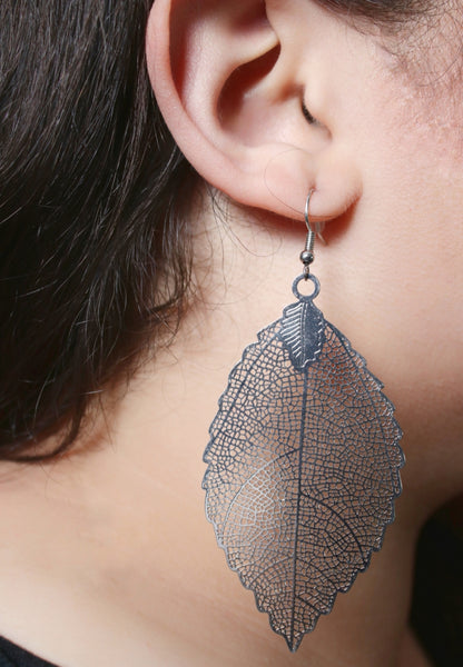 Fall's On Leaf Earrings : Silver