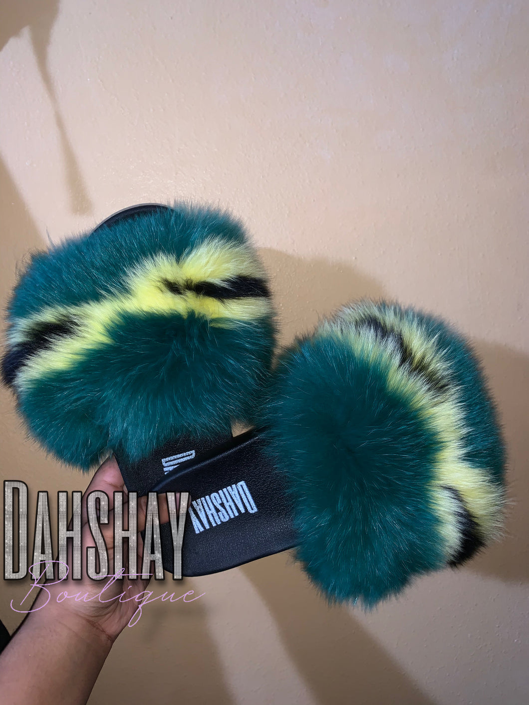 Jamaica Vibes Fur Slides (KIDS)