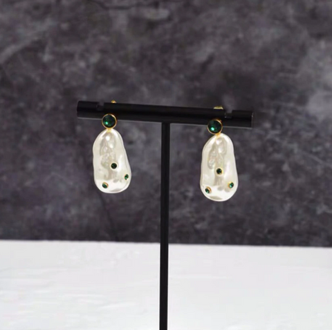 Lily Pearl Earrings Greenish Shades