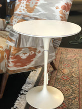 Load image into Gallery viewer, Mid-Century Modern Saarinen for Knoll Side Table 1970s