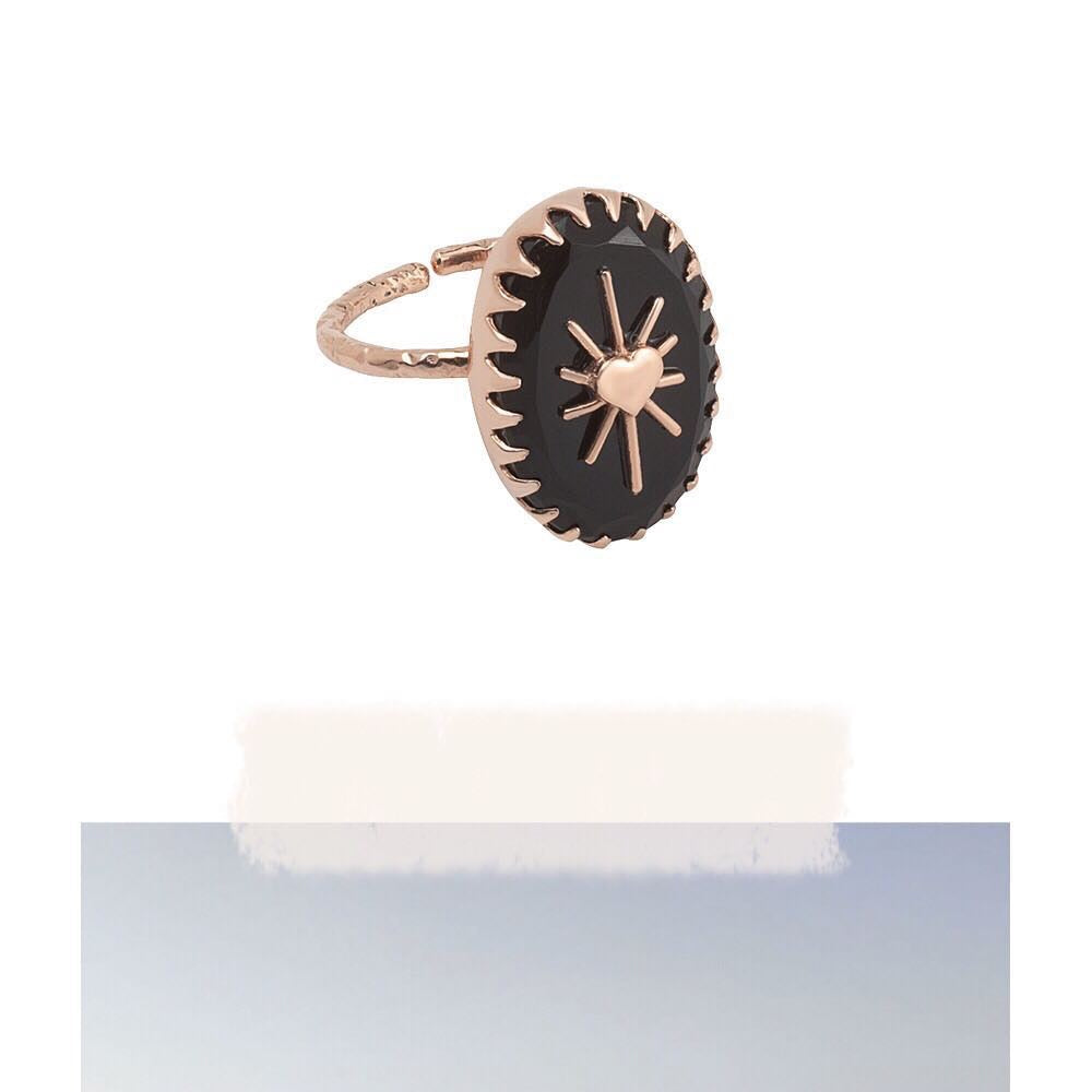 Amulet ring in pink gold plated with onyx stone