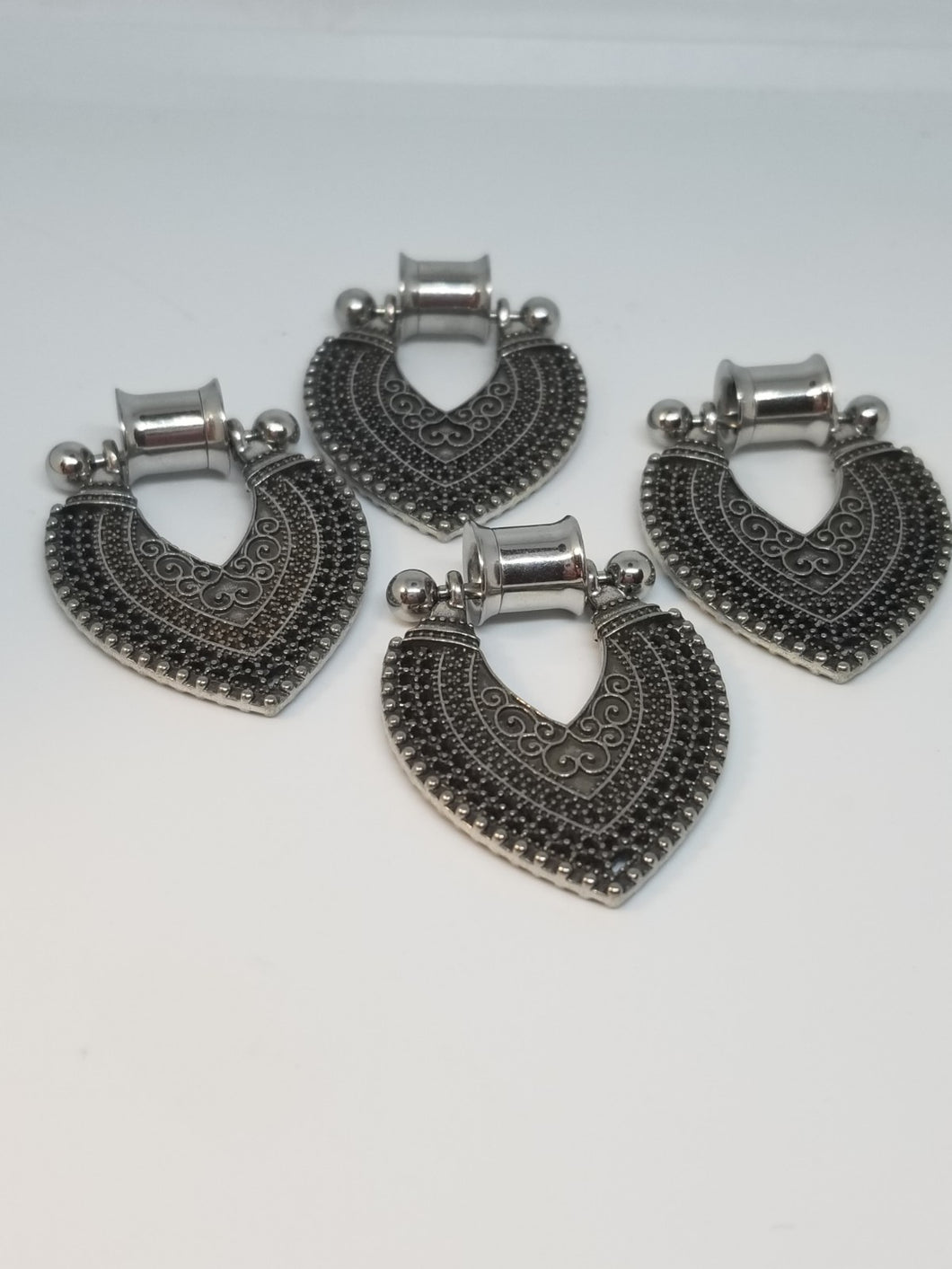 Metal Plugs with  Dangles